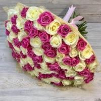 Букет из 101 белой и розовой розы (50 см)