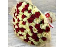 Букет из 101 красной и белой розы (70 см)