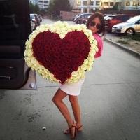 Букет 201 роза в форме сердца: красные + белые