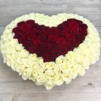 Корзина из 151 розы в виде сердца