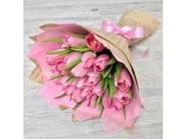 Букет из 25 розовых красивых тюльпанов