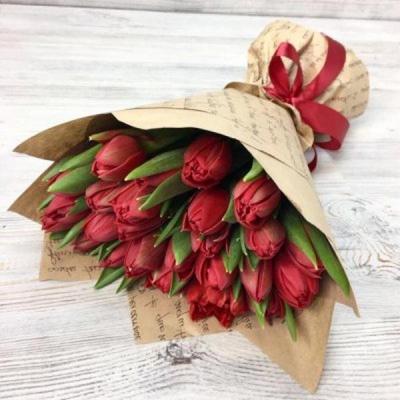 Букет из 25 красных пионовидных тюльпанов