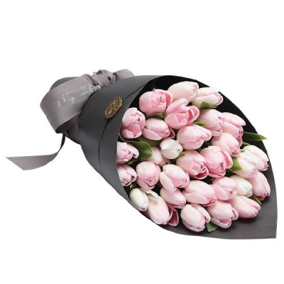 Букет из 31 розового тюльпана в крафте