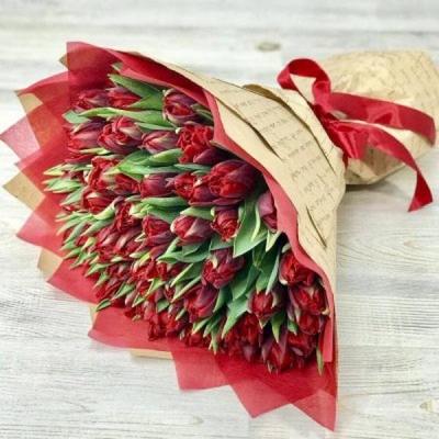 Букет из 51 красного пионовидного тюльпана №13