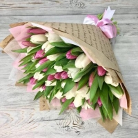 Букет из 51 розового и белого тюльпана №4
