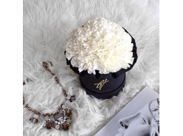 Белые гвоздики в черной коробке Small
