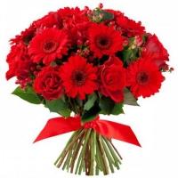 Букет из красной герберы и розы