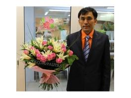 Букет с лилиями и розами «Аква»