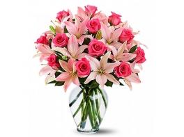 Букет из розовых лилий и роз «Румяная заря»