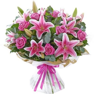 Букет с лилией и розами «Софи»