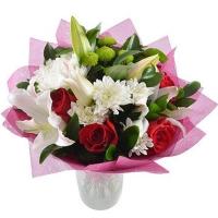 Букет из лилий и хризантем «Вишенка»