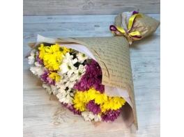 Букет из 15 разноцветных кустовых хризантем