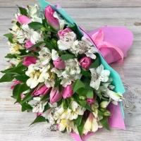Букет из тюльпанов и белых альстромерий №33