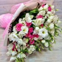 Букет роз с эустомой