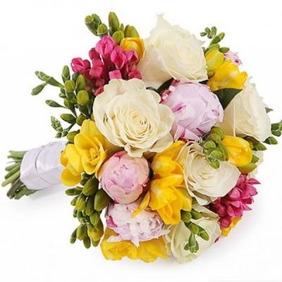 Букет с розами и пионами №111