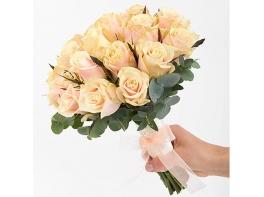 Букет невесты из кремовых роз №105