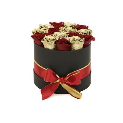 15 золотых и красных роз в шляпной коробке