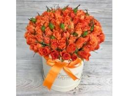 Шляпная коробка с оранжевыми розами