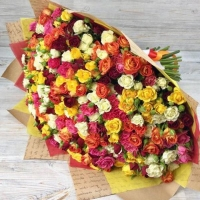 Букет из 101 кустовой розы МИКС