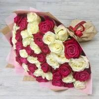 Букет из 51 бело-розовой розы (50 см)