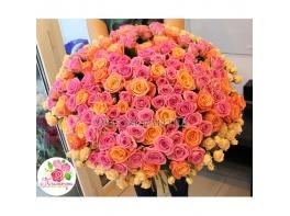Букет 151 роза: коралловая + розовая + кустовые розы
