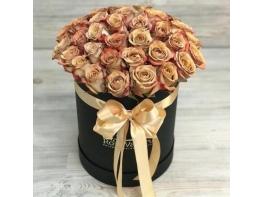 Шляпная коробка из 39 роз Каппучино