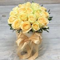 Коробка из 19 персиковых роз