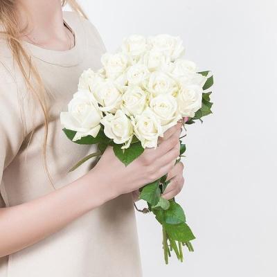 Букет из 15 белых роз 40 см