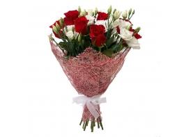 Букет из лизиантусов и роз