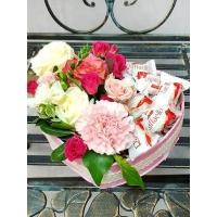 Коробочка с цветами и сладостями №11