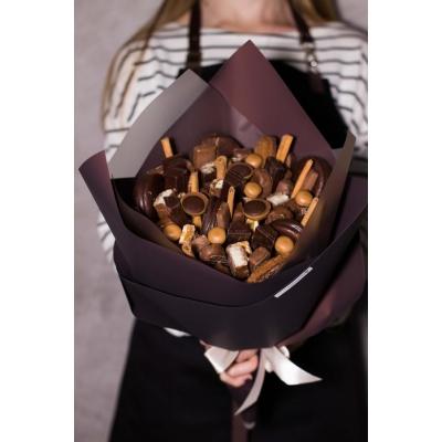 Сладкий букет из шоколадных конфет