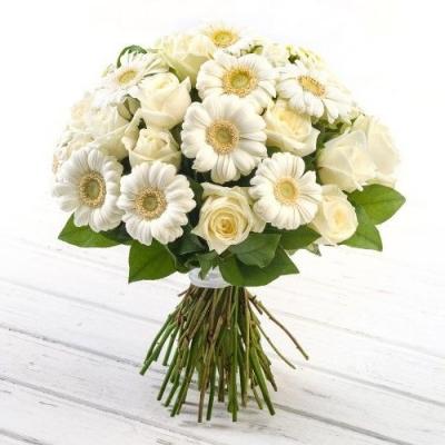 Букет с белыми герберами и розами «София»